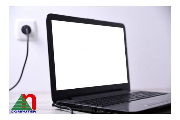 Pin của laptop lý tưởng thường sẽ kéo dài hơn 12 giờ sau mỗi lần sạc đầy